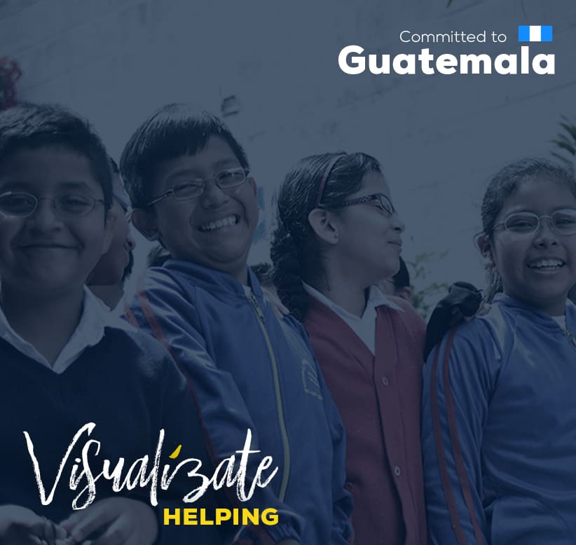 Banner promocional sobre el programa social ventanitas de luz, fotografía de niños con lentes sonriendo y sobre la imagen un fondo azul