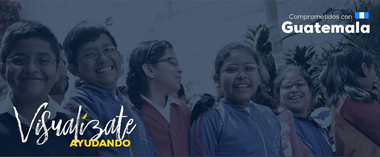 Banner promocional sobre el programa social ventanitas de luz, fotografía de niños con lentes sonriendo y sobre la imagen un fondo azul.