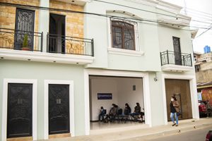 Parte exterior de clínica de San Marcos