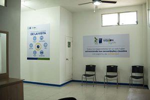 Interior sala de espera centro de visión sayaxche
